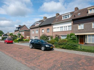 Boterbloemstraat 4 in Bergeijk 5571 JB
