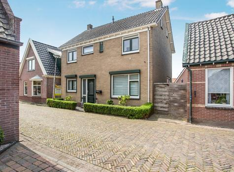 Pastoor Gielenstraat 18 in Lutjebroek 1614 LM
