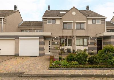 Mimi Boesnachstraat 5 in Spijkenisse 3207 VJ