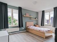 Alle slaapkamers zijn voorzien van een laminaatvloer en schuurwerk wanden en plafond.