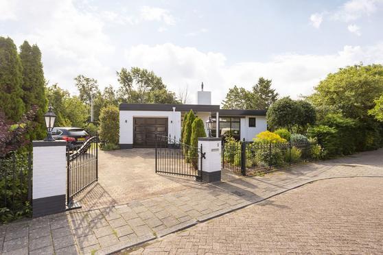 Salomon Huygenslaan 1 in Katwijk 2221 HH