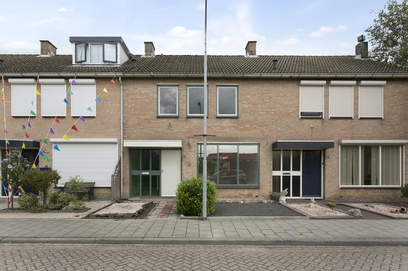 Prinses Christinastraat 11 in Willemstad 4797 HN