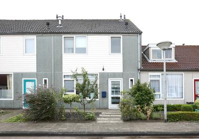 Oostzeestraat 30 in Emmeloord 8303 VE