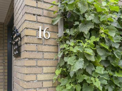 Piet Heinlaan 16 in Son En Breugel 5694 CC