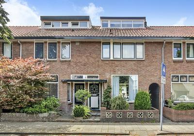 Kerkweg 37 in Santpoort-Noord 2071 NB
