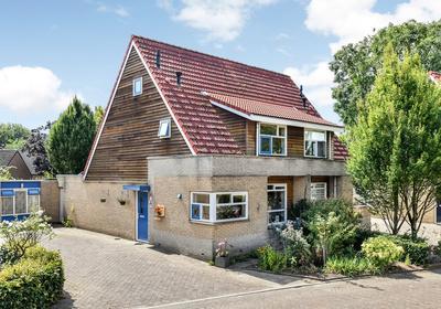 Bloemenhof 15 in Oosterhout 6678 BP