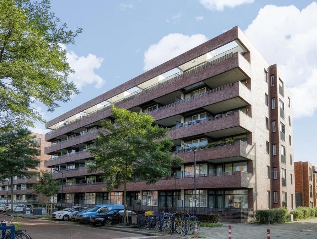 Johan Hofmanstraat 142 in Amsterdam 1069 KE