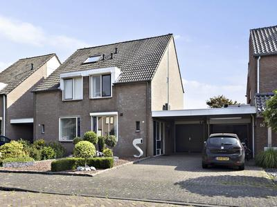 Monseigneur Den Dubbeldenstraat 52 in Asten 5721 AE