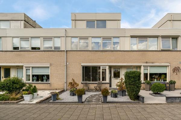Van Leeuwenhoekstraat 110 in Ridderkerk 2984 EJ
