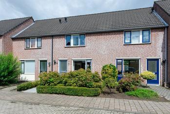 Meidoorn 12 in Prinsenbeek 4841 LT