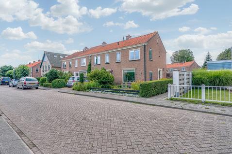 Burg. Burgerstraat 25 in Warmenhuizen 1749 EA