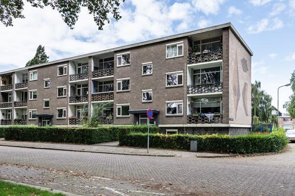 Jhr. Van Karnebeekweg 10 in Ridderkerk 2982 VL