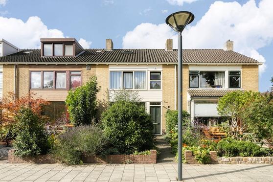 Lessestraat 51 in Heemskerk 1966 SC