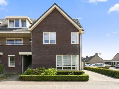 Aan De Heerstraat 35 in Westerhoven 5563 AR