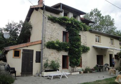 Plattelands Huis in Saint Pierre La Bourlhonne
