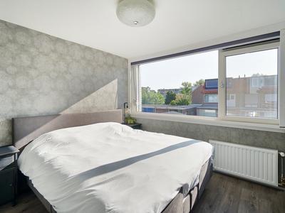 Iepstraat 20 in Alphen Aan Den Rijn 2404 EM