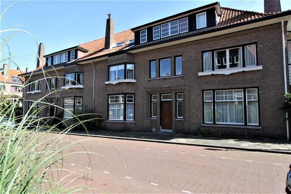 Van Dorpstraat 8 in 'S-Gravenhage 2584 AJ