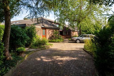 Lisstraat 27 in Landsmeer 1121 AR