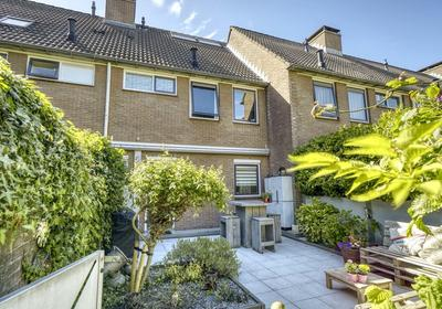 Julianastraat 114 in Alphen Aan Den Rijn 2405 CJ