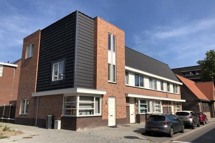 Pastoor Van Leeuwenstraat 30 in Helmond 5701 JV