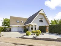 Haagbeuk 15 in Halsteren 4661 WD