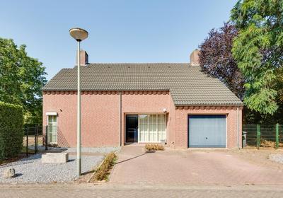 Hooghveld 13 in Heythuysen 6093 DB