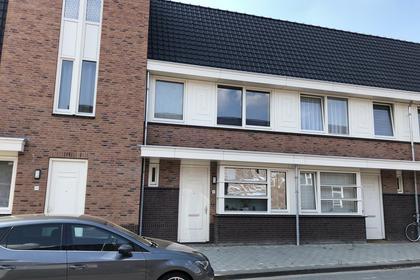 Pastoor Van Leeuwenstraat 28 in Helmond 5701 JV
