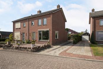 Ds A.C. Van Raalteweg 27 in Wanneperveen 7946 AG