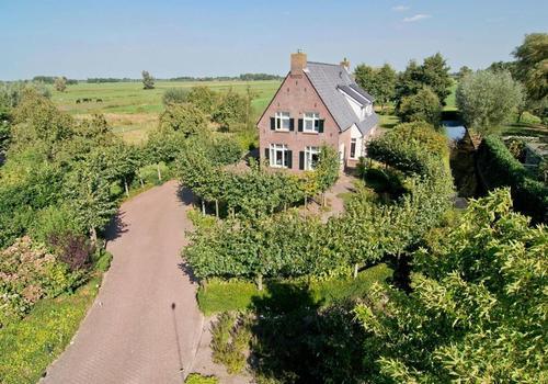 Voordijk 44 in Schelluinen 4209 SE