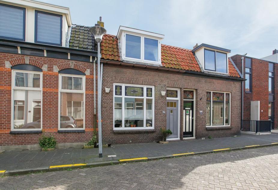 Hertzogstraat 104 in Den Helder 1782 RP