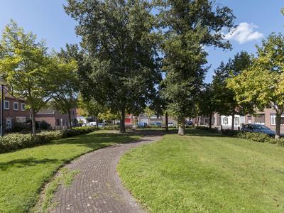Grintweg 24 in Moerdijk 4782 AE