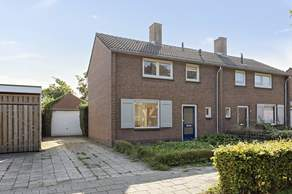 Julianastraat 46 in Hoeven 4741 BX