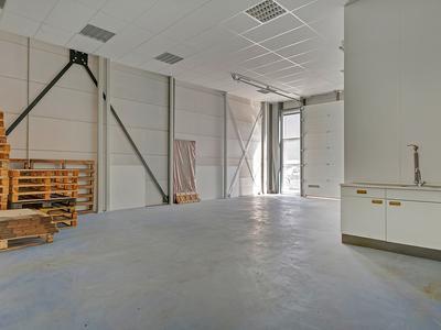 Installatieweg 6 in Huizen 1271 EM