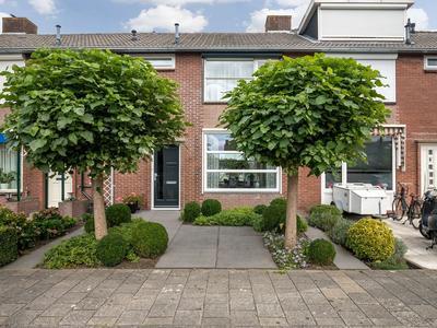 Ferdinand Bolstraat 8 in Hardinxveld-Giessendam 3372 XB