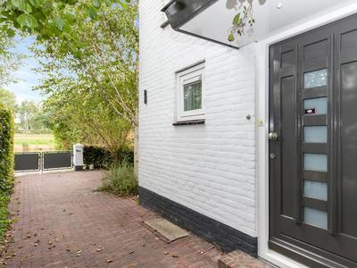 Pieter Poststraat 9 in Hellevoetsluis 3221 XL