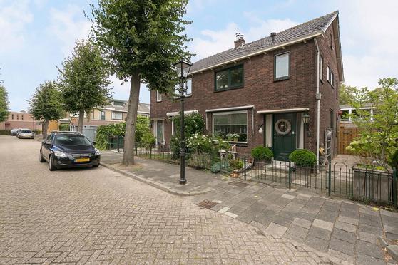 Burgerdijkstraat 3 in Krimpen Aan Den IJssel 2921 XB