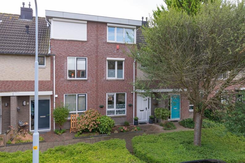 Rie Cramerplantsoen 10 in Hoofddorp 2135 SG