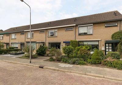 Jasmijnstraat 35 in Numansdorp 3281 CJ