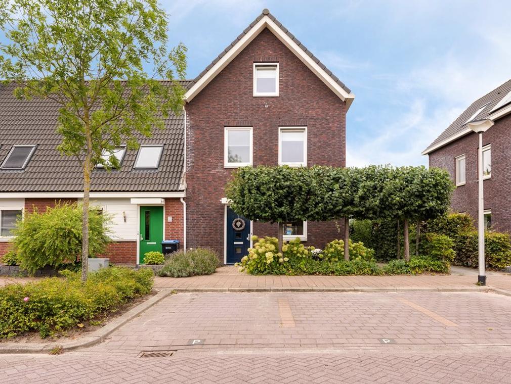 Steur 55 in Hendrik-Ido-Ambacht 3344 JC