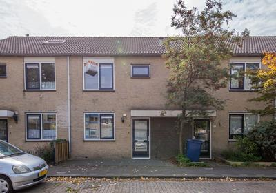 Ravelplantsoen 94 in Almere 1323 GA