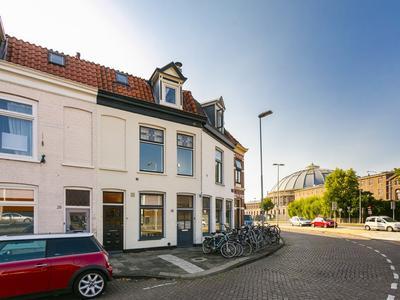 Oostvest 26 Rood in Haarlem 2011 AK