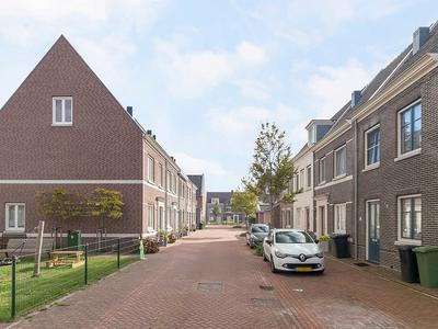 Veenoever 16 in Roelofarendsveen 2371 JE