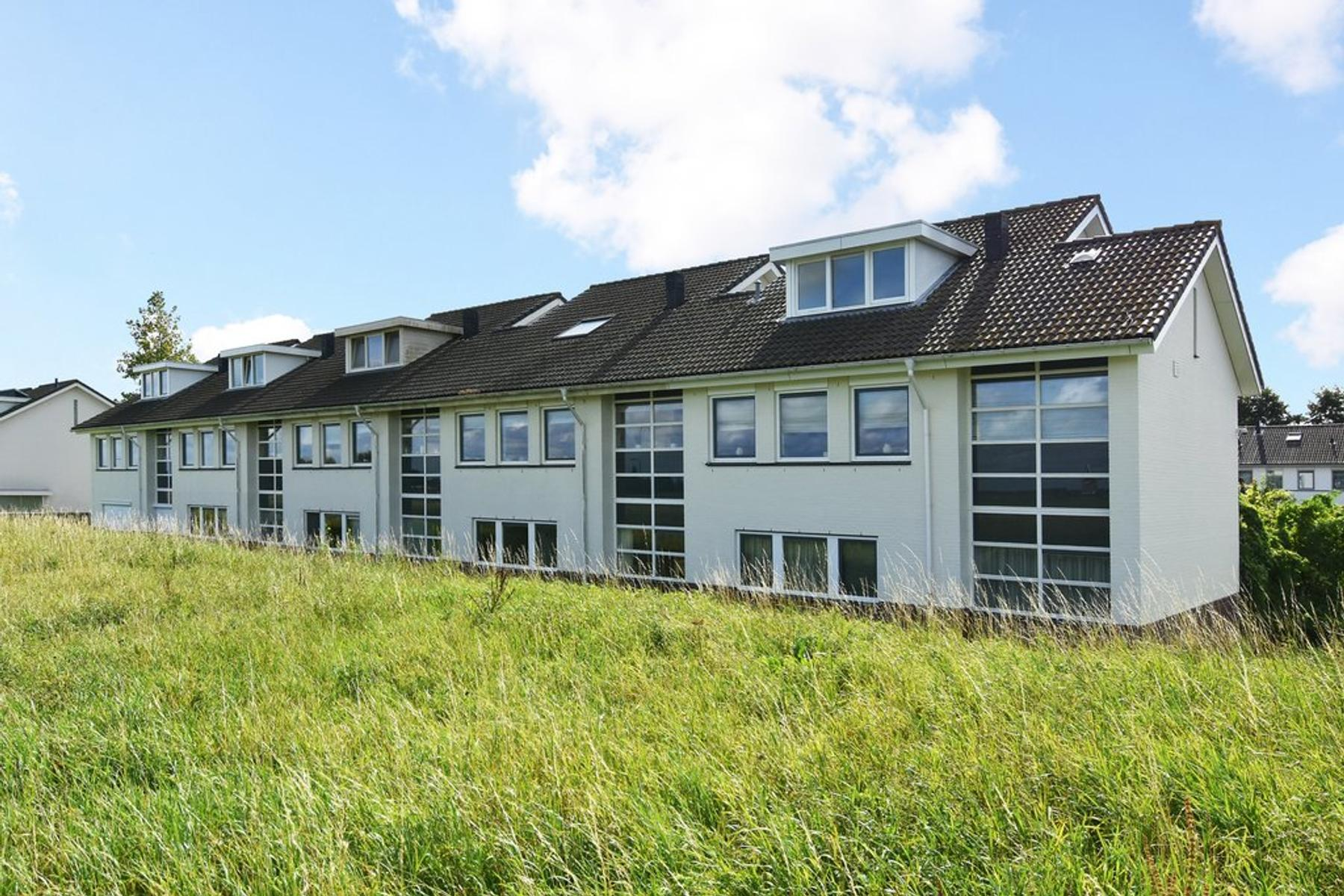 Golfbaan 17 in 'S-Gravenhage 2492 WE