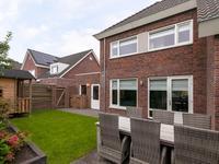 Algemeen:<BR>* Een moderne gezinswoning op een goede en rustige locatie.<BR>* De woning is voorzien van een warmtepomp. Hierdoor kan de woning verwarmd, maar ook gekoeld worden. De temperatuur is per ruimte apart regelbaar.<BR>* De gehele woning is voorzien van vloerverwarming.<BR>* De gehele woning is voorzien van dak-, vloer- en muurisolatie, alsmede geheel voorzien van kunststof kozijnen met isolerende beglazing.<BR><BR>* Tot zekerheid voor de nakoming van de verplichtingen van koper zal koper een bankgarantie of waarborgsom storten in handen van de notaris (deze bedraagt 10 % van de koopsom).