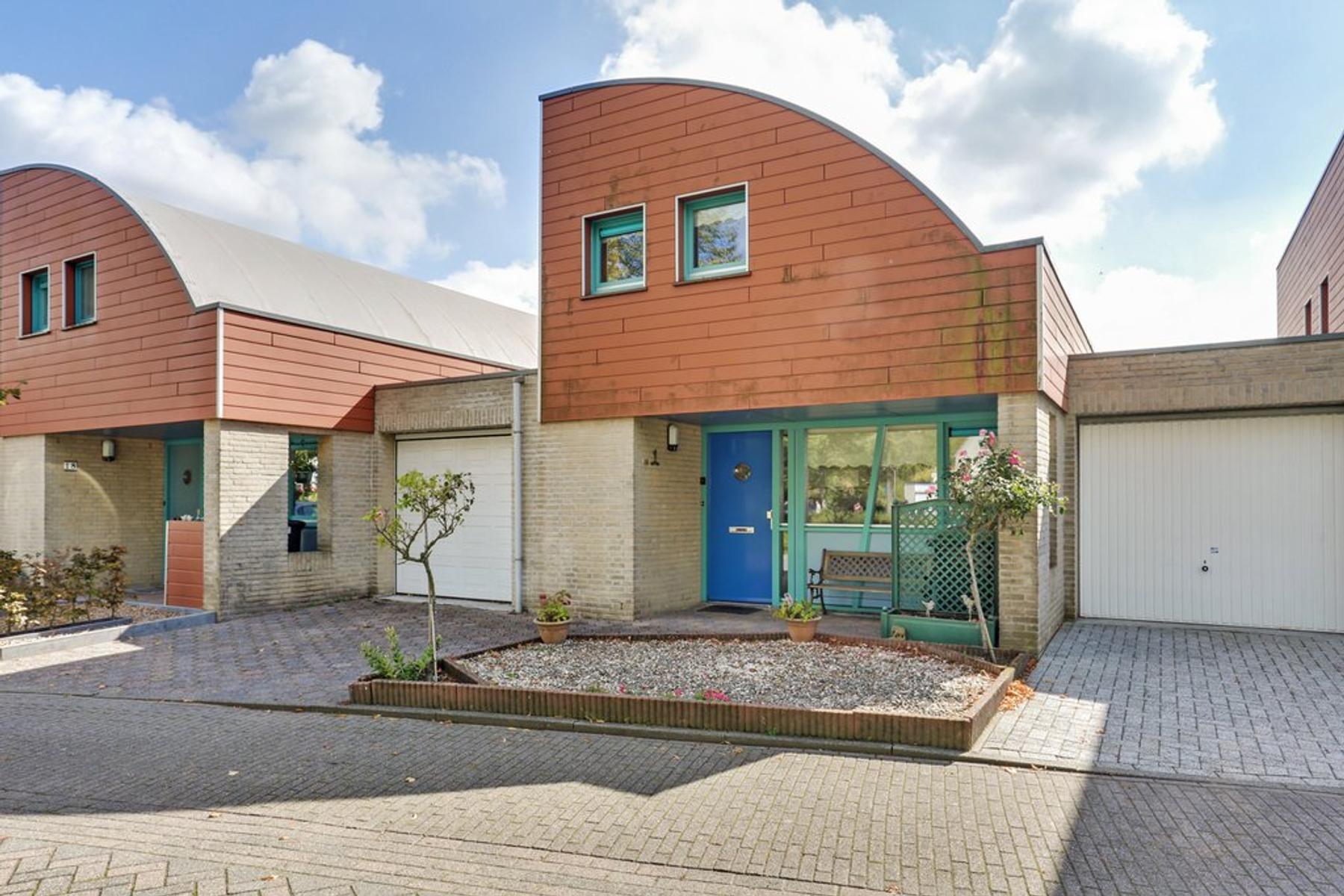 Burgemeester Antonissenstraat 16 in Rucphen 4715 HB