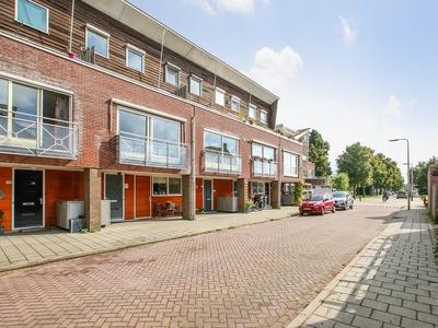 Dronenweg 51 in Bodegraven 2411 HB