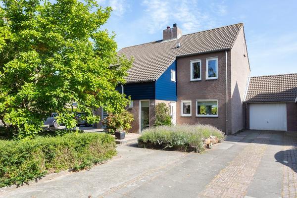 Pieter Van IJpelaarstraat 54 in Geertruidenberg 4931 RX