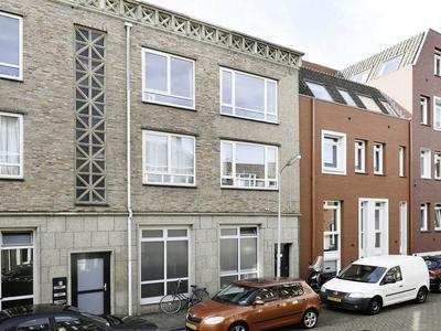 Maaslandstraat 12 in 'S-Hertogenbosch 5211 VE