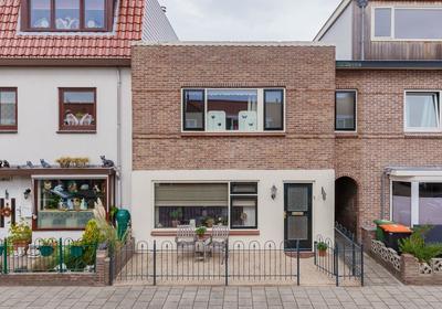 De Ruyterstraat 142 in IJmuiden 1972 BL