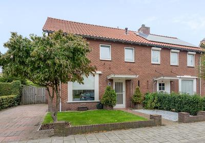 Esschestraat 56 in Vught 5262 BE